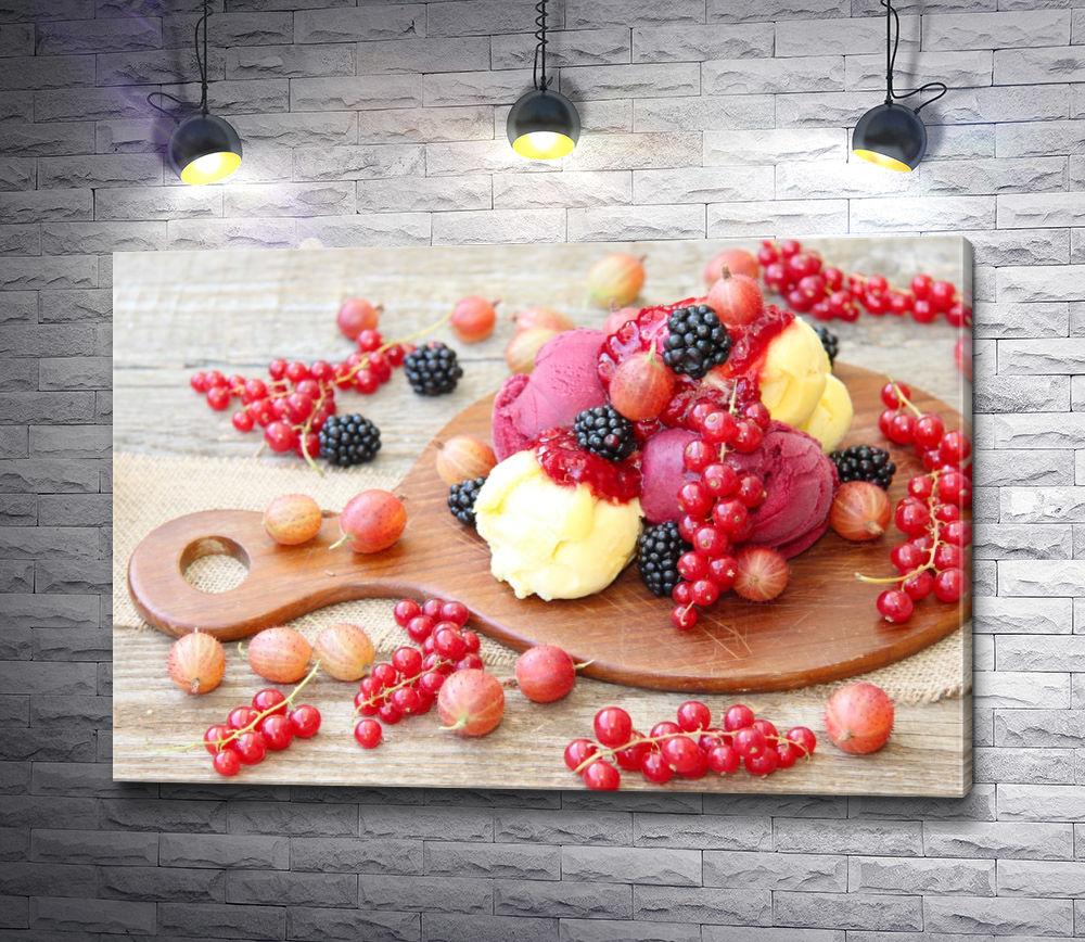 """Картина """"Мороженое и красная смородина на досточке"""""""
