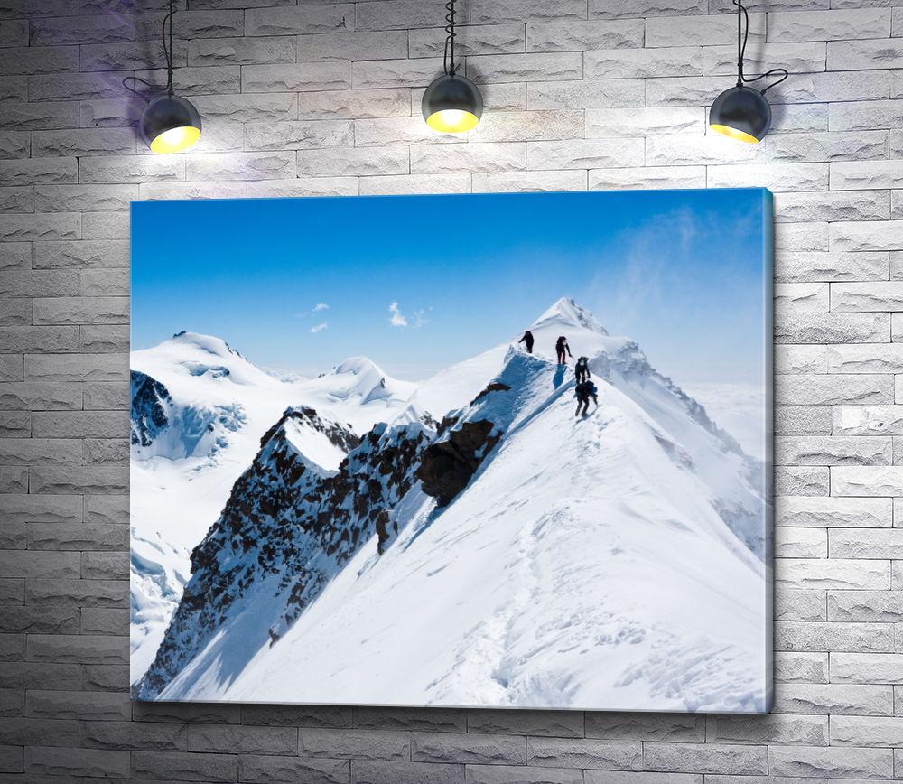 """Картина """"Альпинисты на вершине снежной горы"""""""