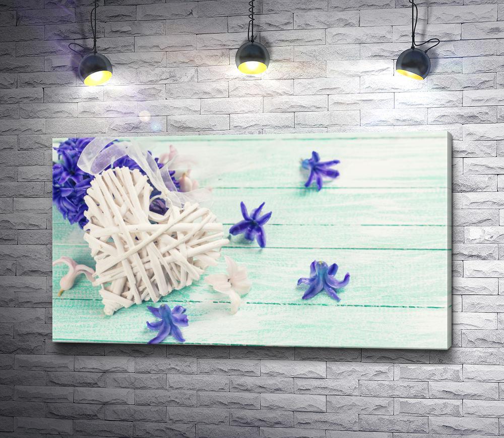 "Картина ""Декоративное сердце и цветы на мятном фоне"""