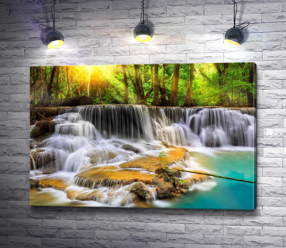 """Картина """"Водопад в лучах солнца"""""""