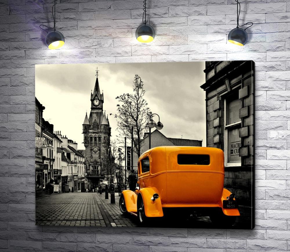 """Картина """"Оранжевый автомобиль в черно белом городе"""""""