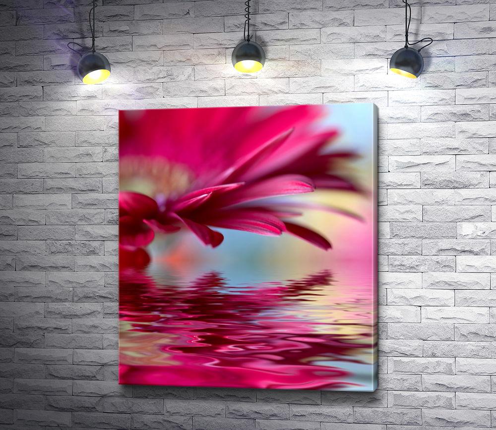 """Картина """"Отражение герберы в воде. Макросъемка. """""""