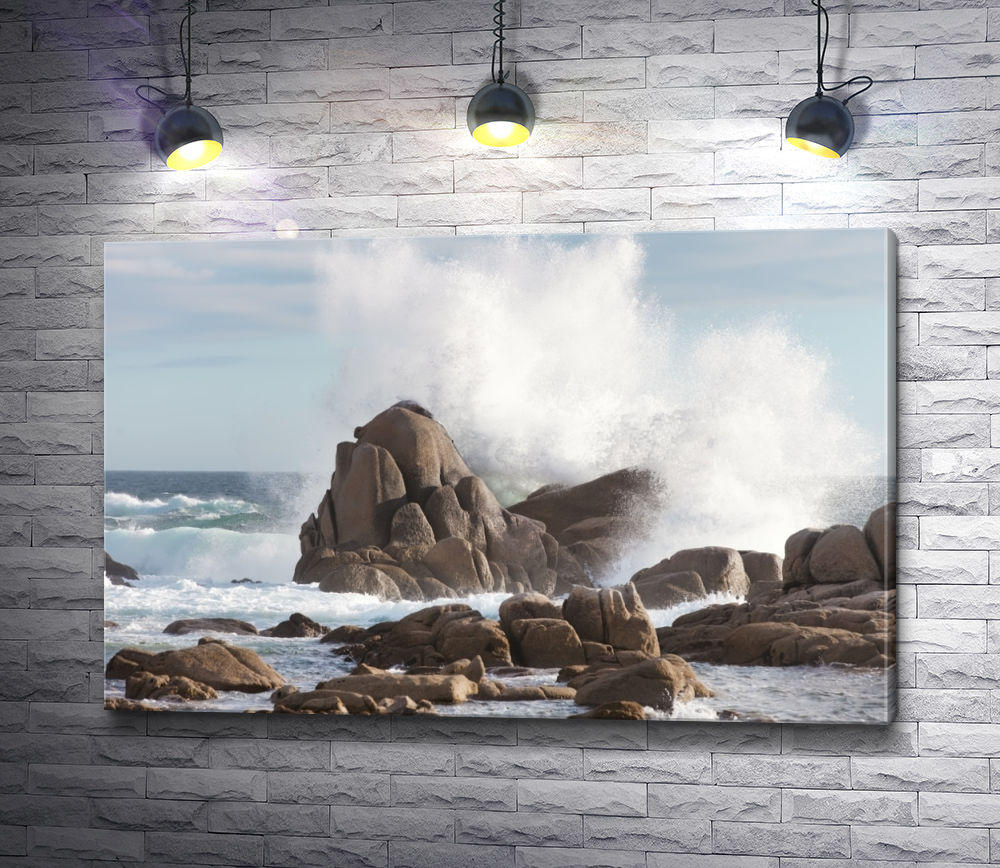 """Картина """"Мощная волна разбивается об скалы"""""""