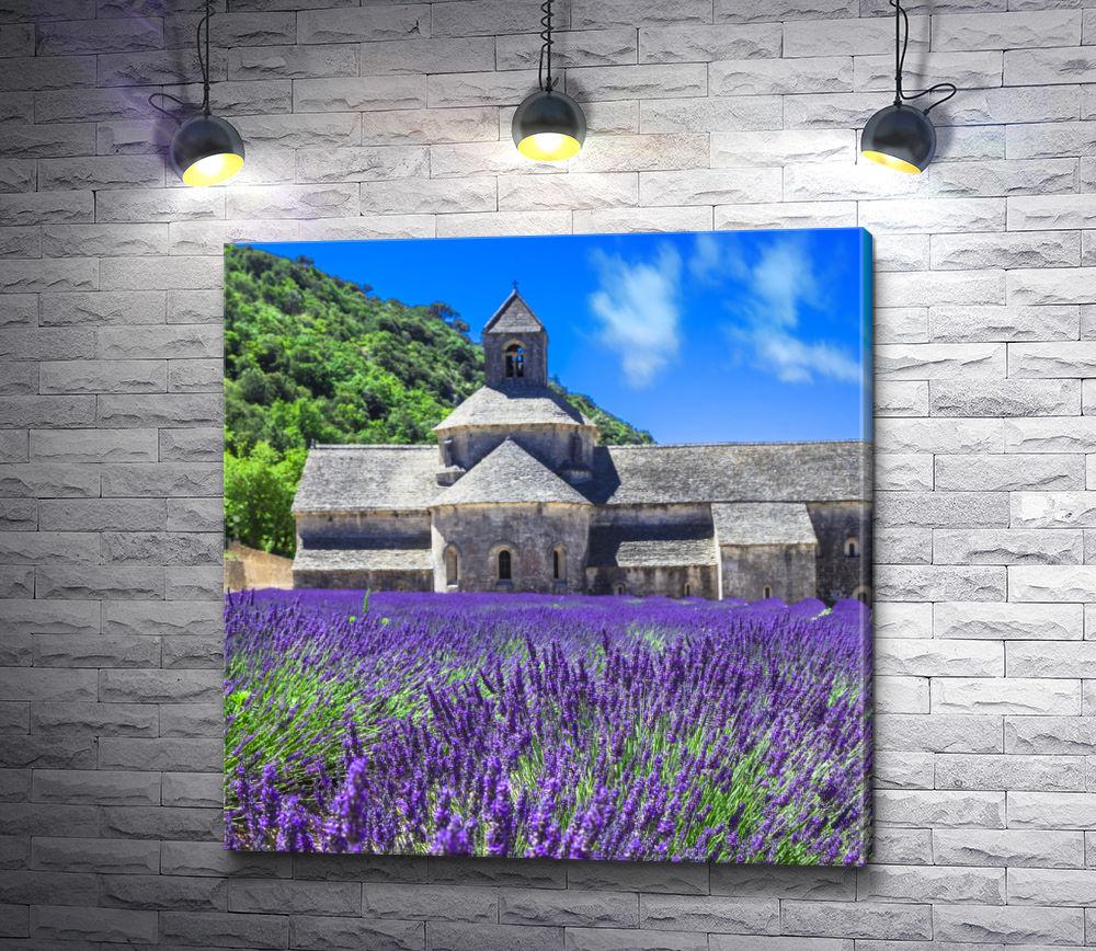 """Картина """"Лавндовое поле на фоне старой церкви в Провансе"""""""