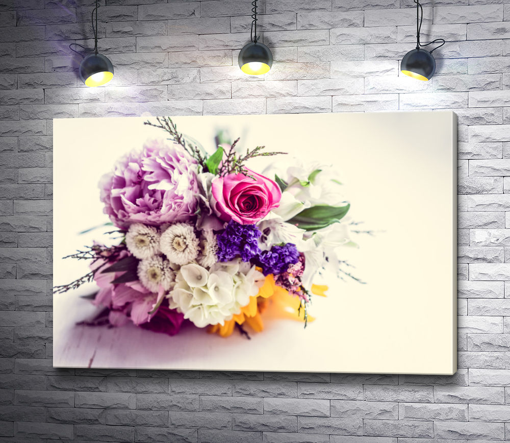 """Картина """"Изысканный букет цветов на белом фоне"""""""