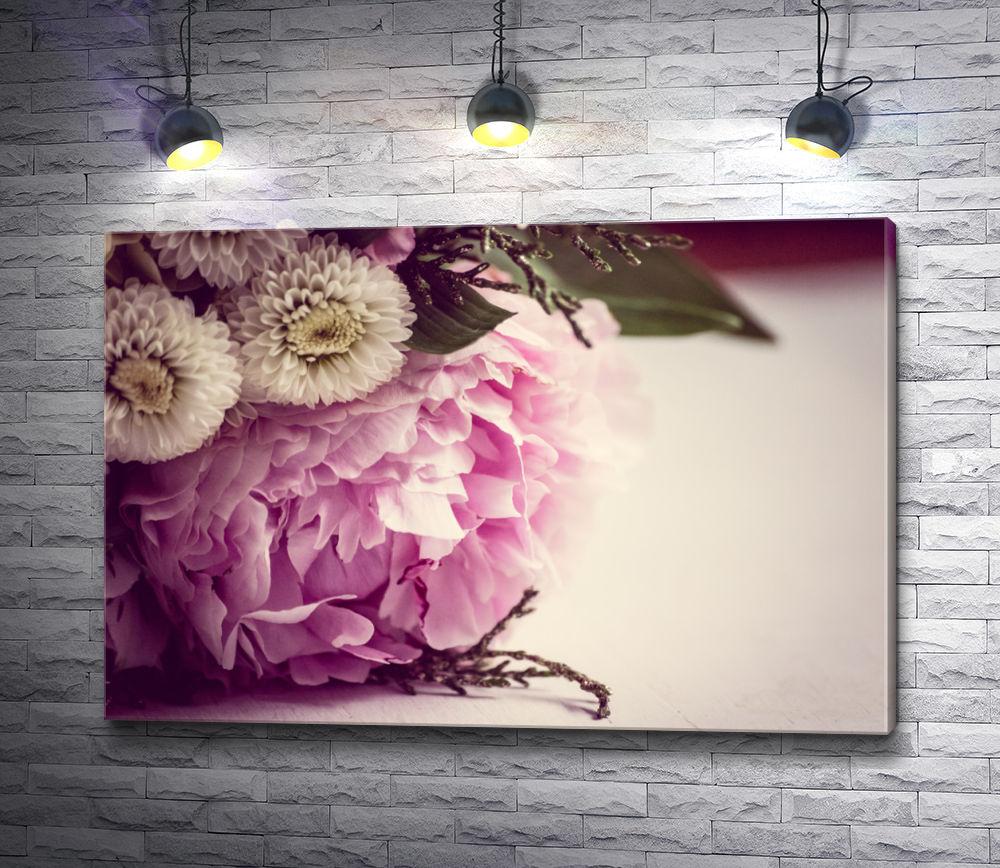 """Картина """"Нежно-розовый пион в букете"""""""
