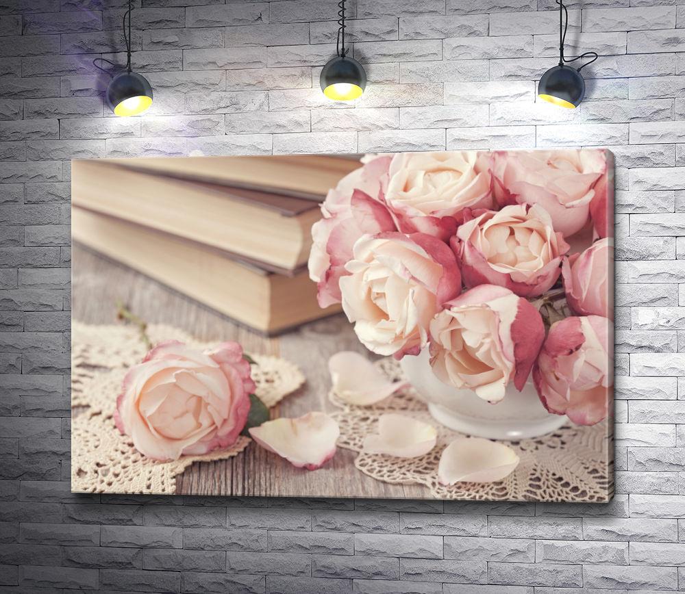 """Картина """"Натюрморт с чайными розами, книгами и кружевом"""""""