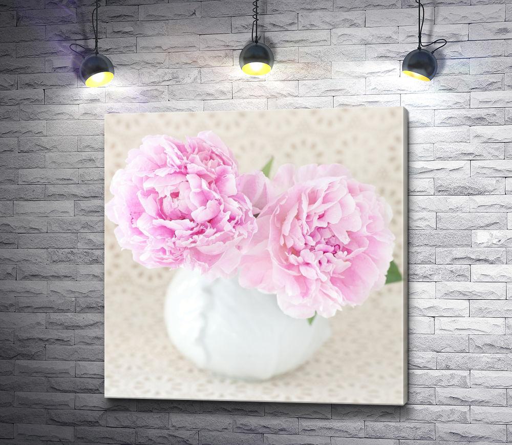 """Картина """"Нежно-розовые пионы в белой вазе"""""""
