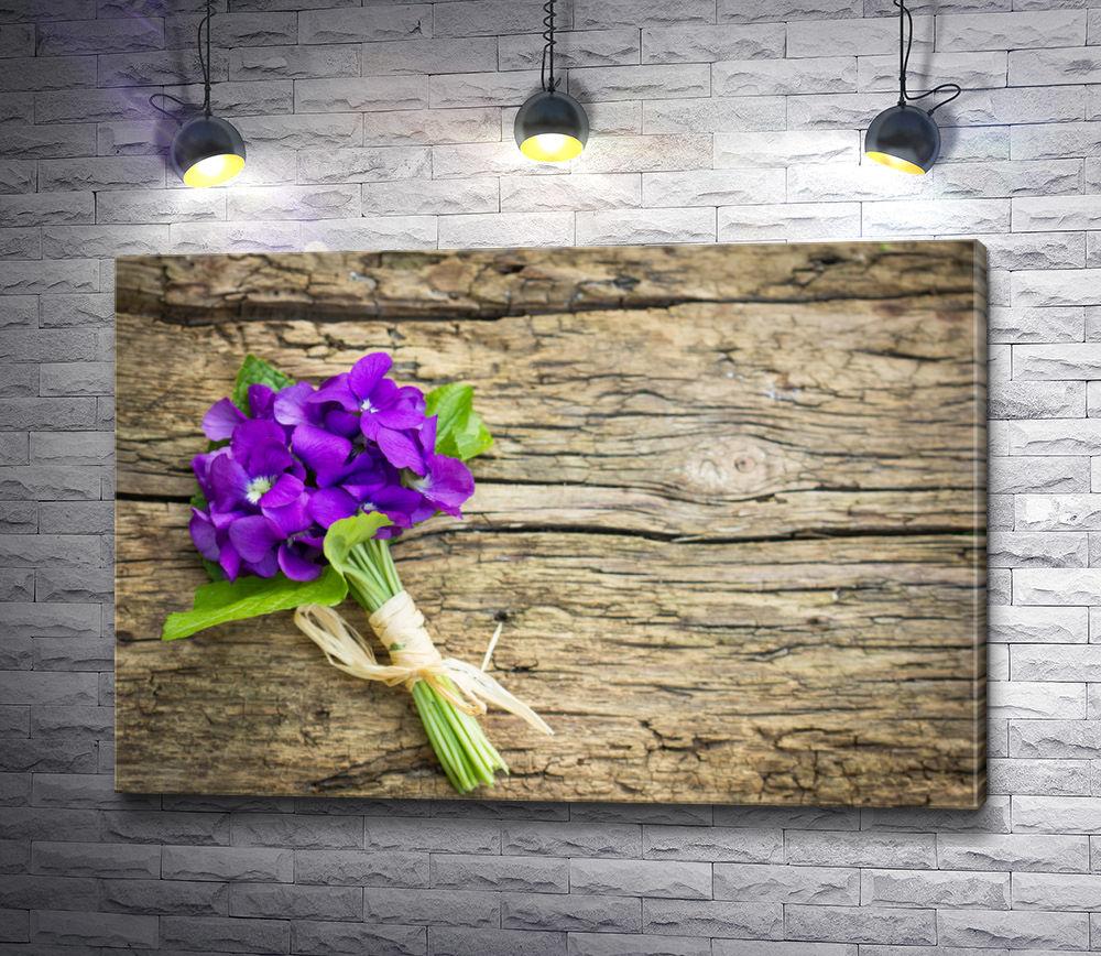 """Картина """"Букет фиолетовых цветов на деревянном столе"""""""