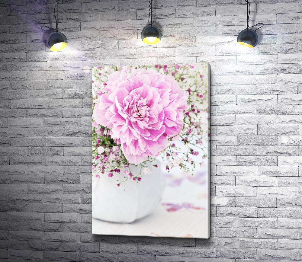 """Картина """"Нежно-розовый пион в белой вазе"""""""