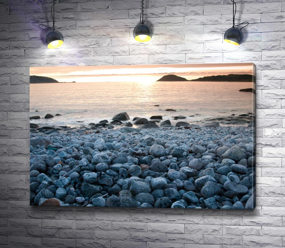 """Картина """"Каменистый пляж на рассвете"""""""