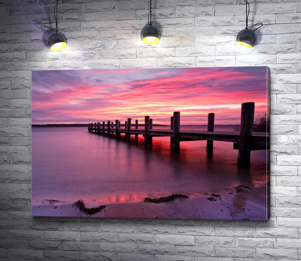 """Картина """"Лиловый закат над озером с причалом"""""""