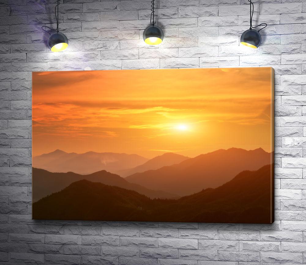 """Картина """"Огненный закат над горным массивом"""""""