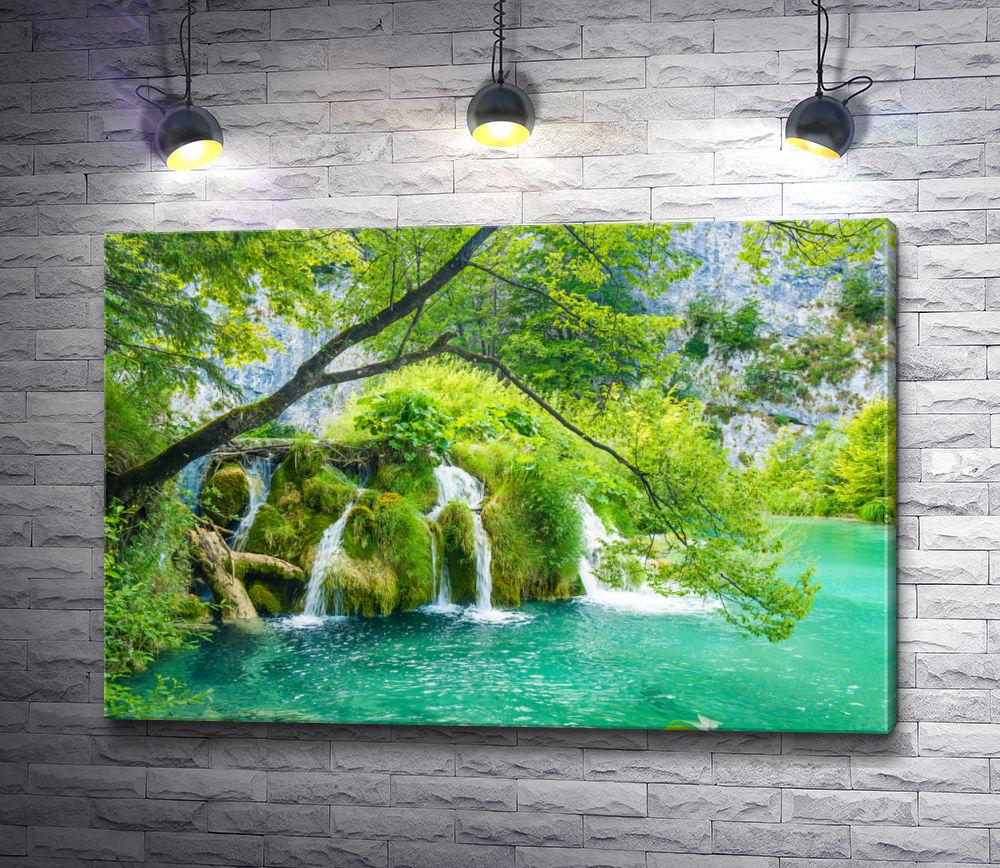 "Картина ""Водопады в живописном лесу"""