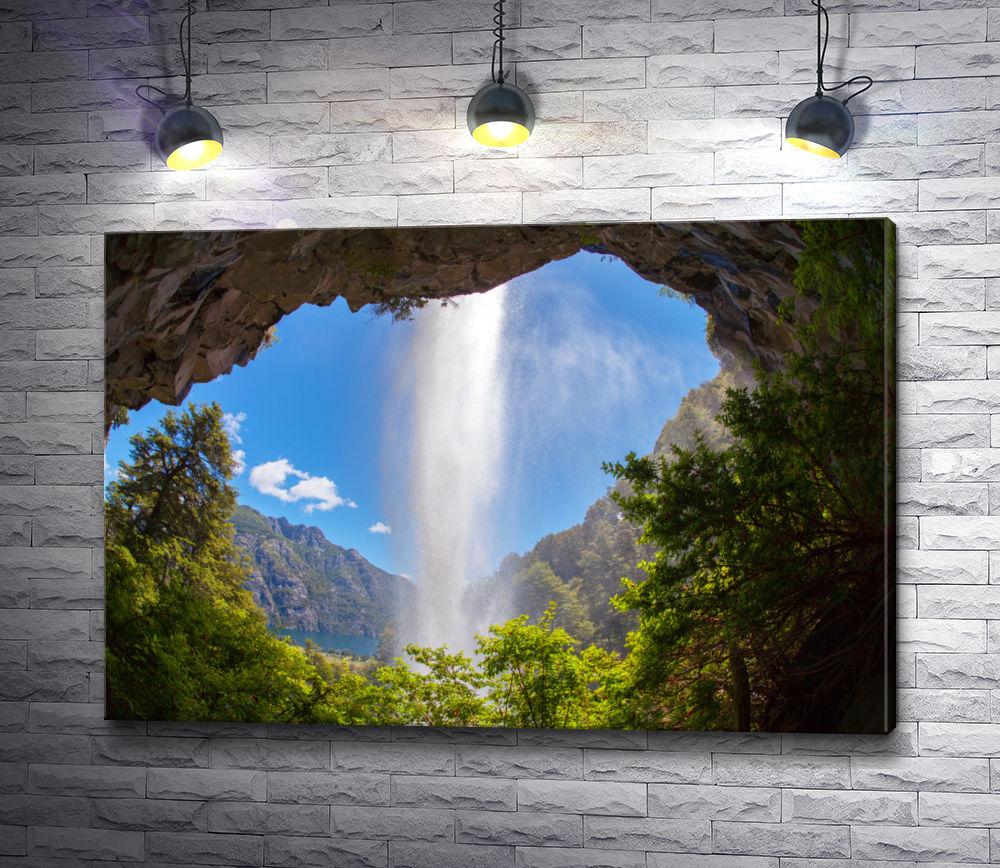 "Картина ""Вид на водопад из грота скалы"""
