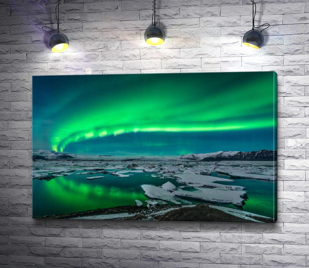 """Картина """"Северное сияние над озером с пластинами льда"""""""
