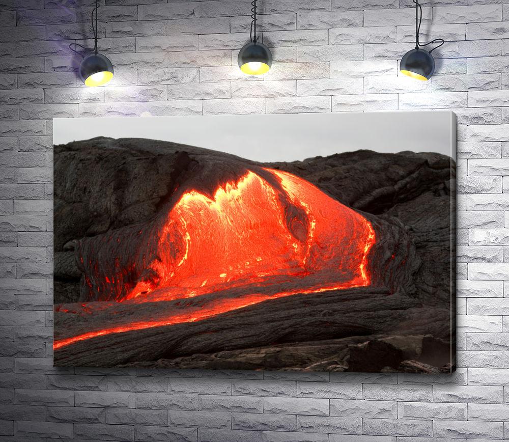 """Картина """"Вулканическая лава движется по горе"""""""