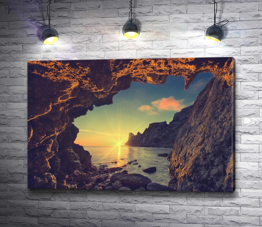 """Картина """"Вид из грота на восходящее солнце над морем"""""""