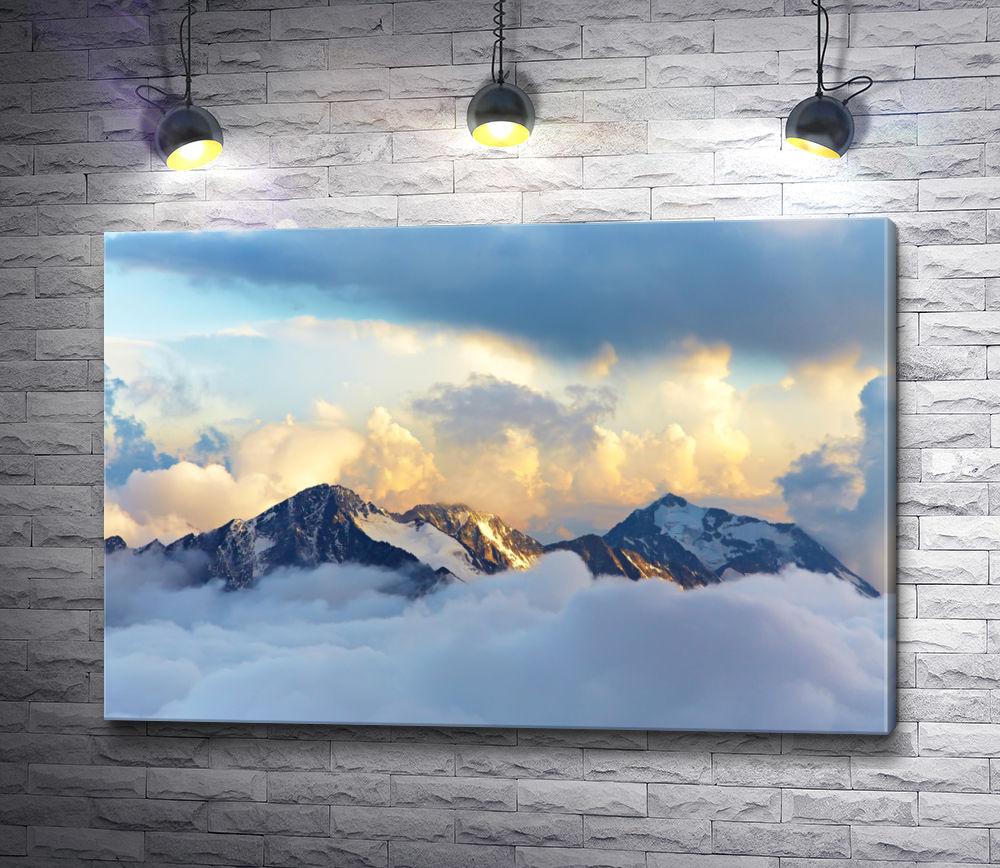 """Картина """"Снежные вершины гор над облаками"""""""