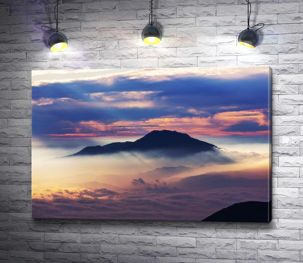 "Картина ""Вершина горы над облаками"""