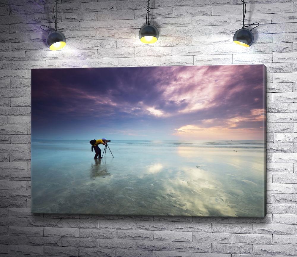 """Картина """"Парень фотографирует невероятный закат над морем """""""