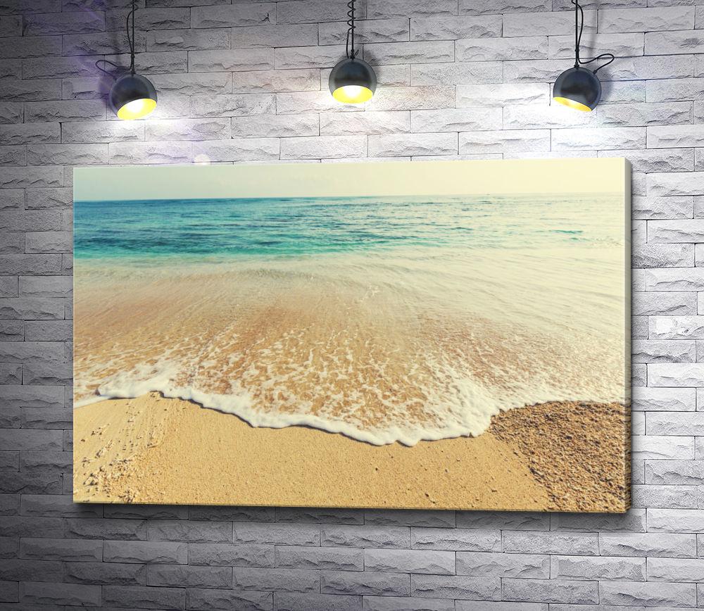 """Картина """"Песчаный пляж с бледно-изумрудной водой"""""""