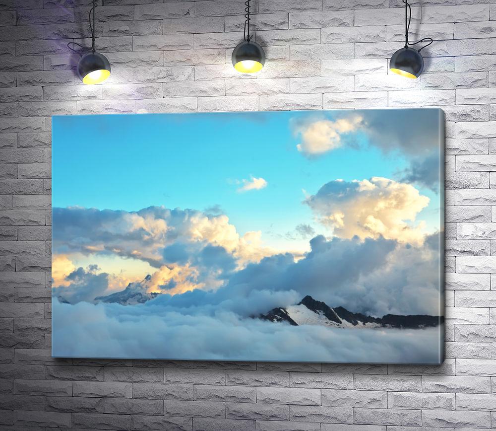 """Картина """"Альпийский ландшафт с вершинами, покрытыми снегом и облаками"""""""