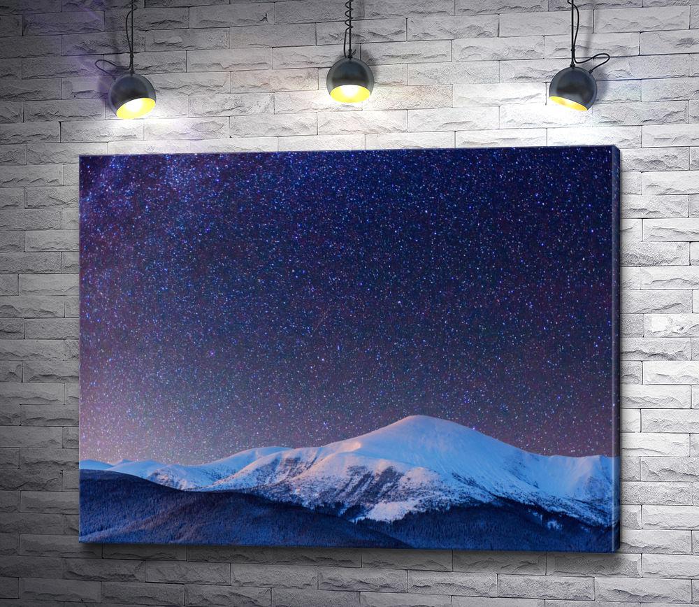 """Картина """"Небо, усыпанное звездами, над заснеженной вершиной"""""""
