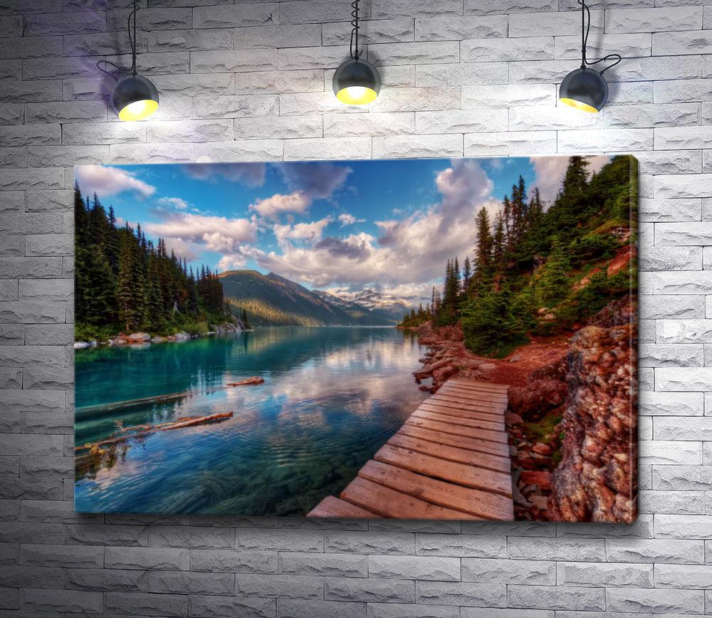 """Картина """"Хвойный лес и деревянный мост через реку"""""""