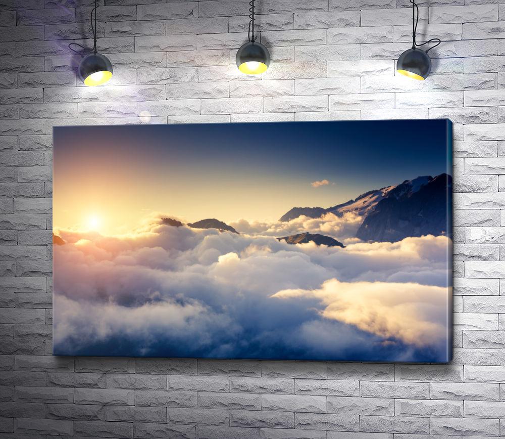 """Картина """"Вершины гор над облаками в лучах солнца"""""""