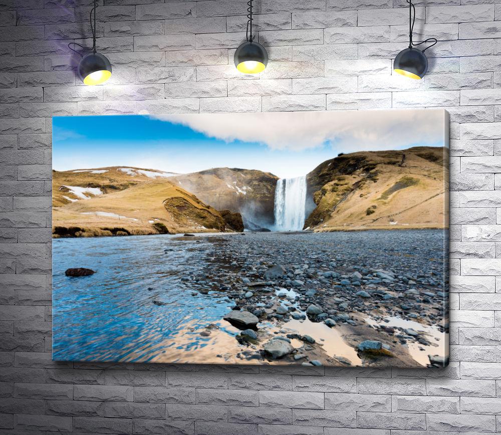 "Картина ""Каменистый пляж на фоне водопада"""