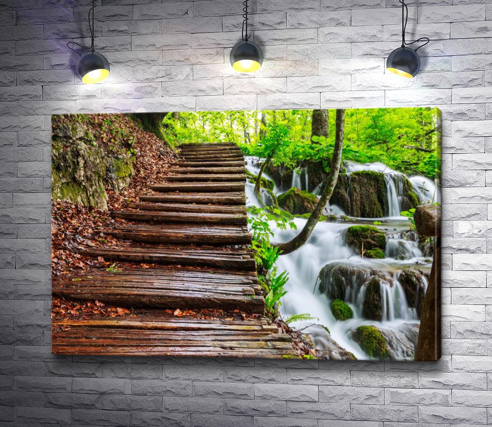 "Картина ""Деревянная лестница на фоне каскадного водопада"""