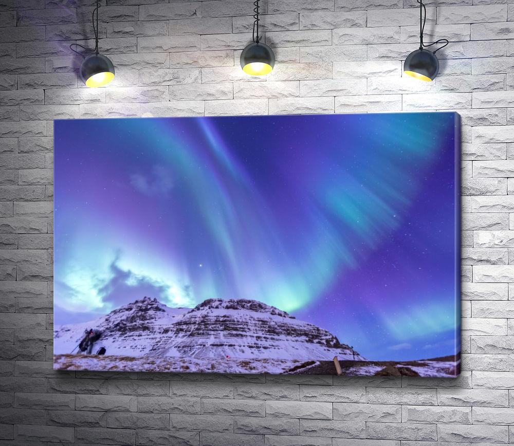 """Картина """"Северное сияние над снежной вершиной"""""""