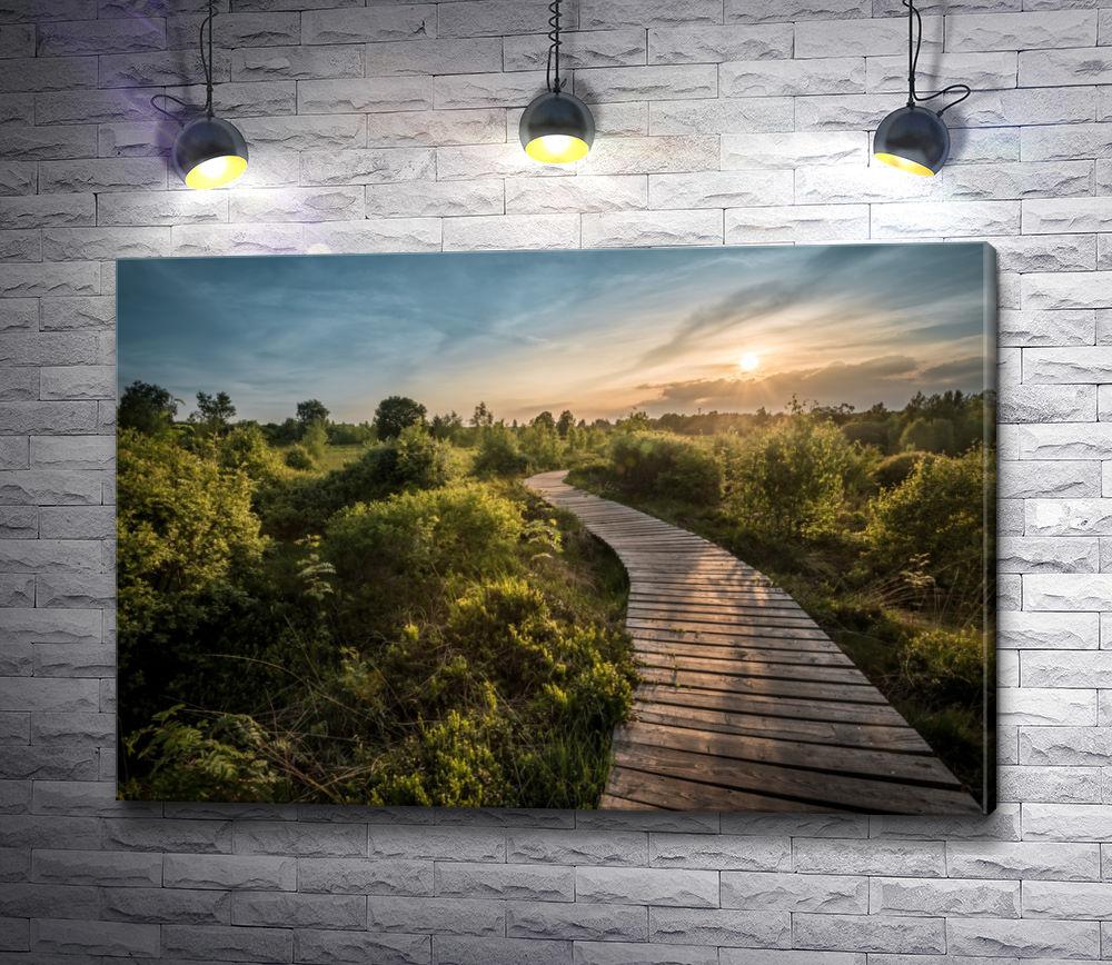 """Картина """"Деревянный мост через зеленую равнину"""""""