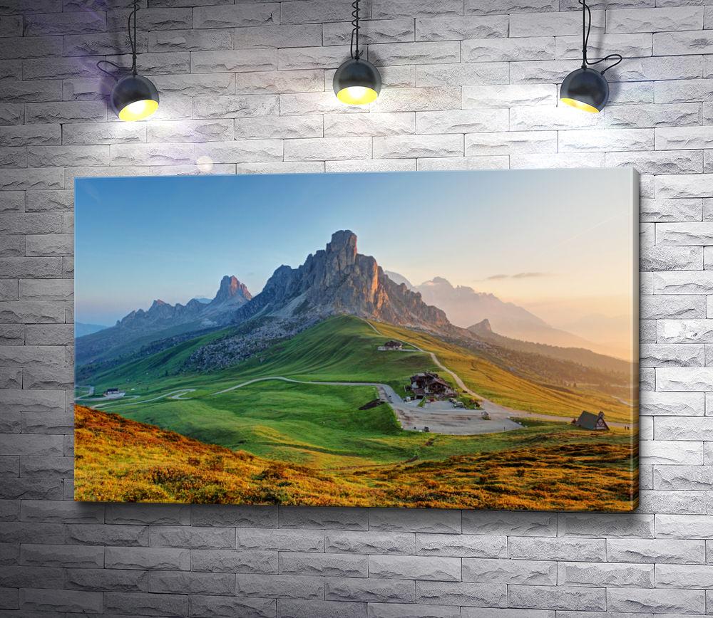 """Картина """"Вид на зеленую долину и горный кряж"""""""