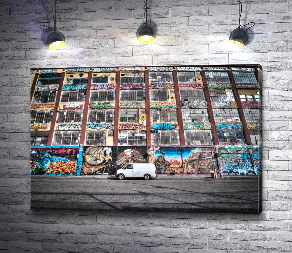 """Картина """"Автофургон перед зданием 5 Pointz. Нью-Йорк, США"""""""