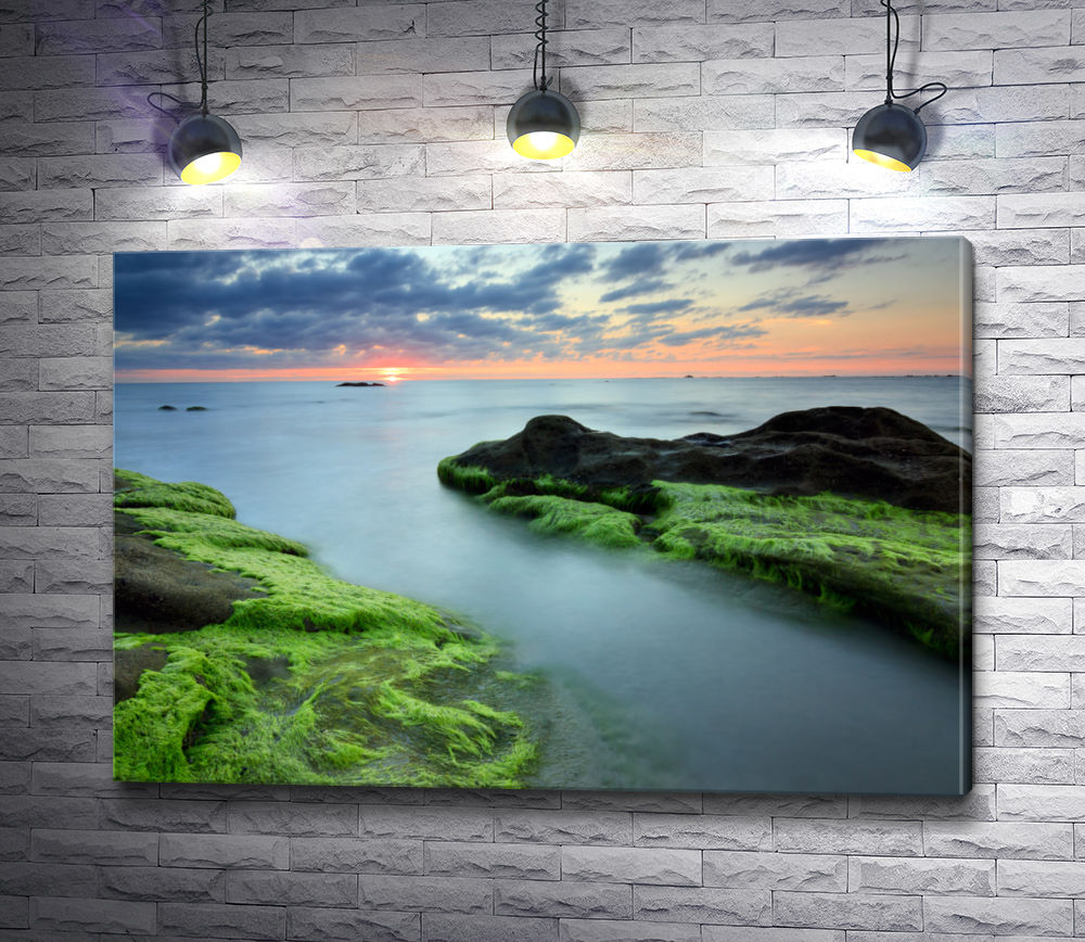 "Картина ""Ландшафт с закатом над водной гладью"""