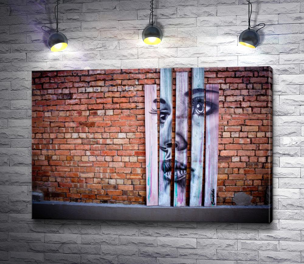 """Картина """"Изображение девушки на деревянных дощечках,  стоящих у кирпичной стены"""""""