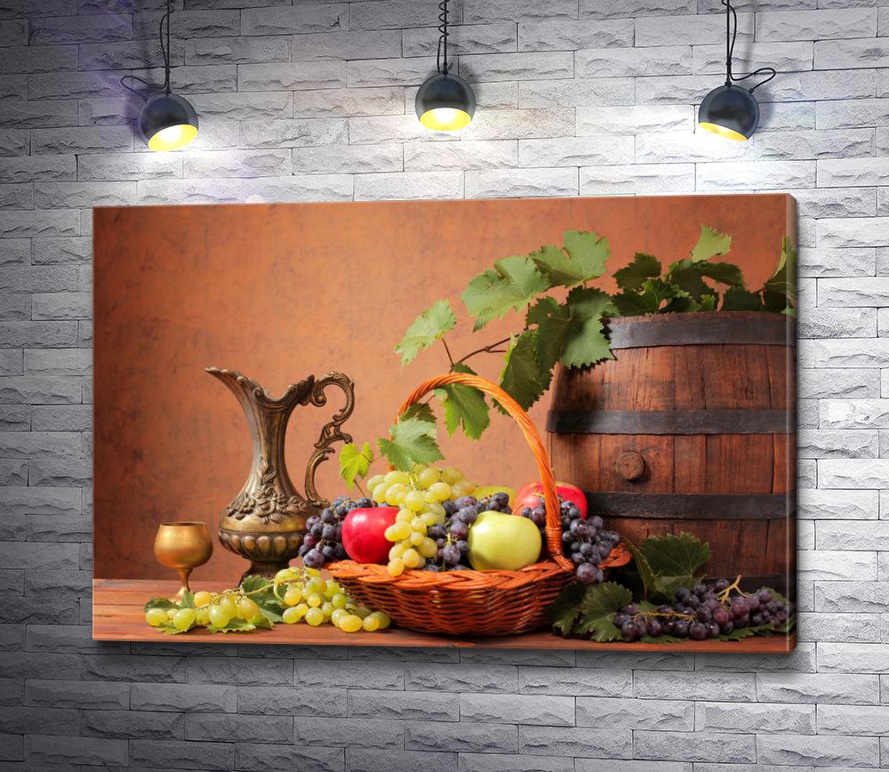 """Картина """"Натюрморт: Деревянные бочки, свежие фрукты и металлическая посуда """""""