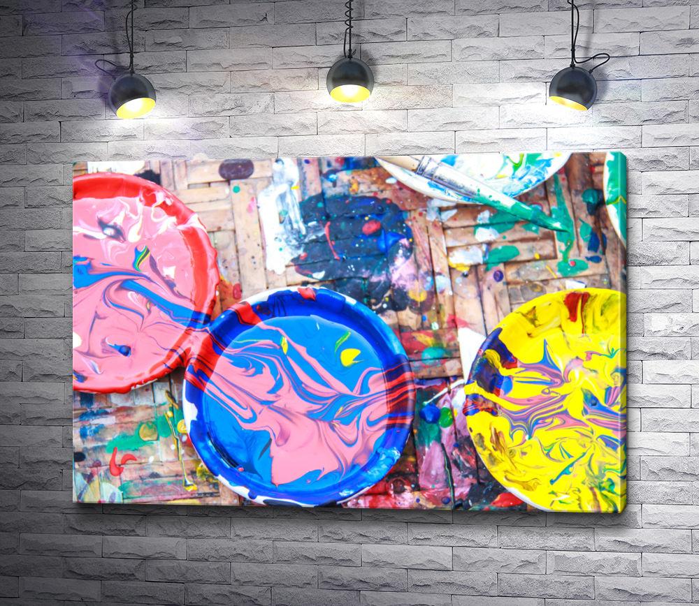 "Картина ""Тарелки и пол в разлитой краске """