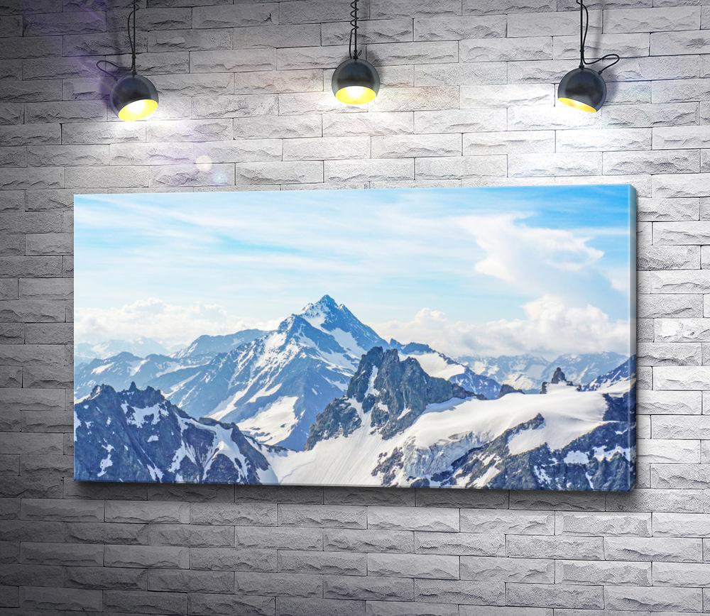 """Картина """"Заснеженные вершины гор в облаках"""""""
