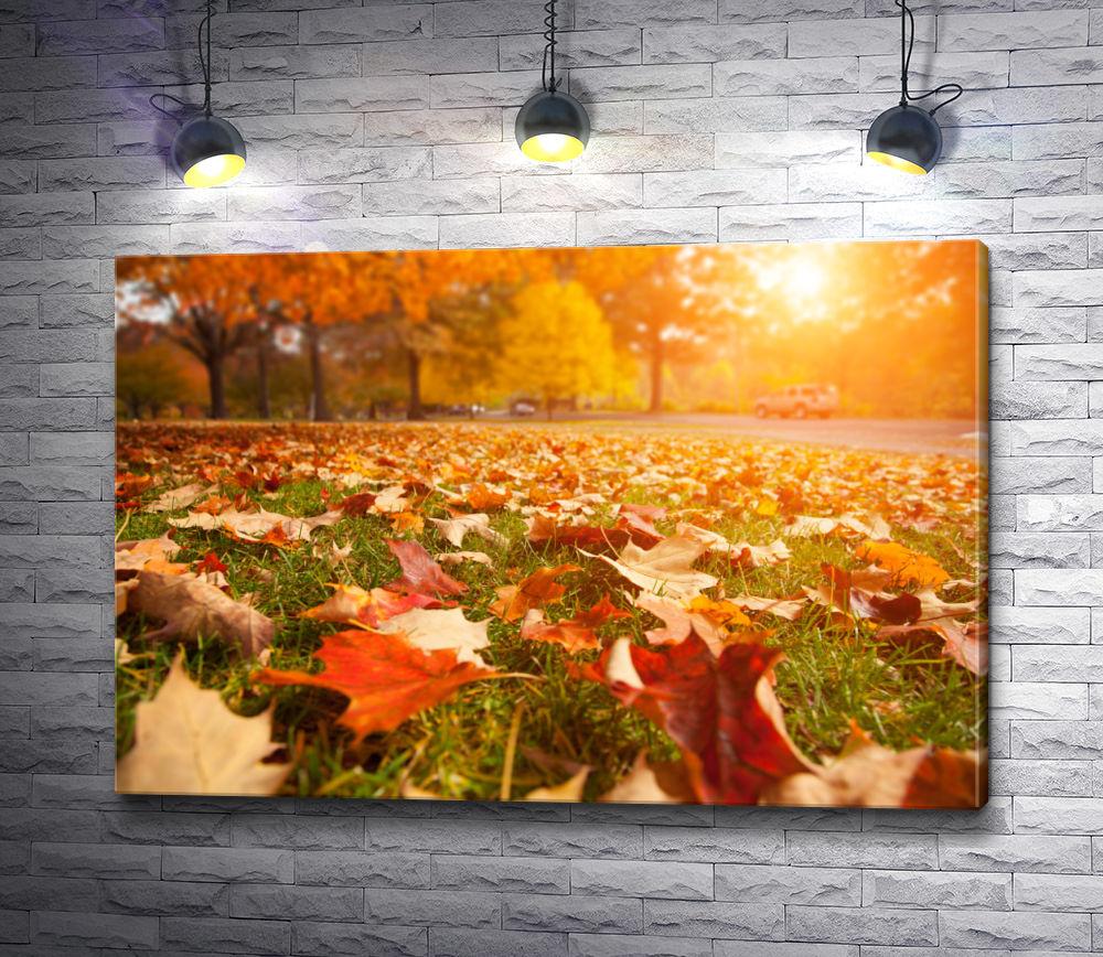 """Картина """"Желтая листва на зеленом газоне"""""""