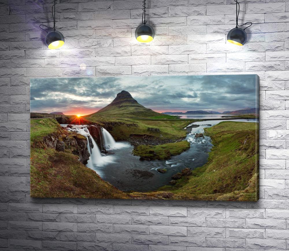 """Картина """"Водопад на закате"""""""