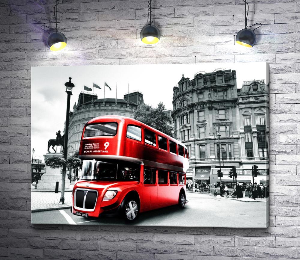 """Картина """"Красный автобус в черно-белом Лондоне"""""""